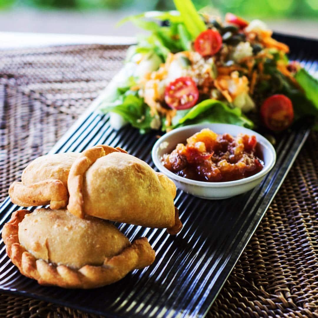 Samosa and sambal