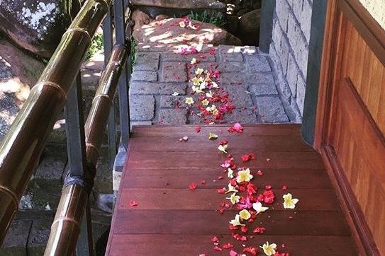 Romance package - flower petals